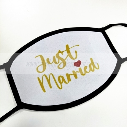 Mascherina lavabile con grafica bianca JUST MARRIED