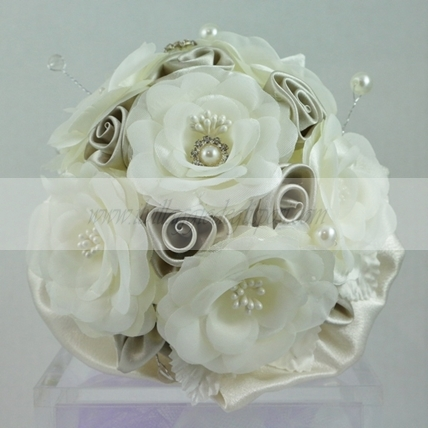 Bouquet artificiale rose in raso